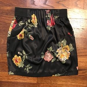 🌵Arden B XS Black Flowered Skirt With Pockets